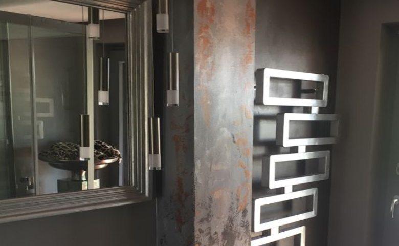 Wand in Metalloptik bearbeitet von Betina K
